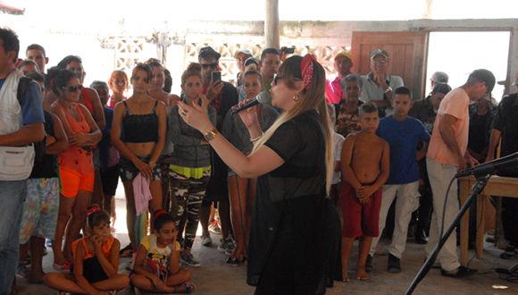 Idania Valdés embrujó a los espectadores de Playa Florida. Fotos: Otilio Rivero Delgado/ Adelante.