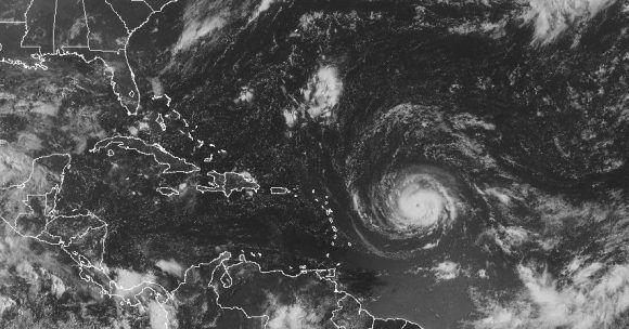 Irma es un huracán con una fuerte estructura y vientos máximos sostenidos de casi 200 Km/h. Imagen: GOES.