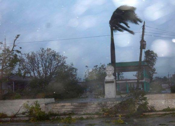 Los vientos huracanados de Irma se ensañan en este municipio desde la madrugada de este sábado. (Foto: Oscar Alfonso/ Escambray)