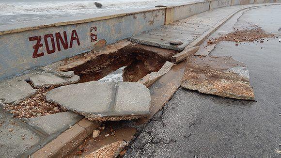 Irma afectó seriamente al malecón de Gibara. Foto: Danier Ernesto González/ Cubadebate.