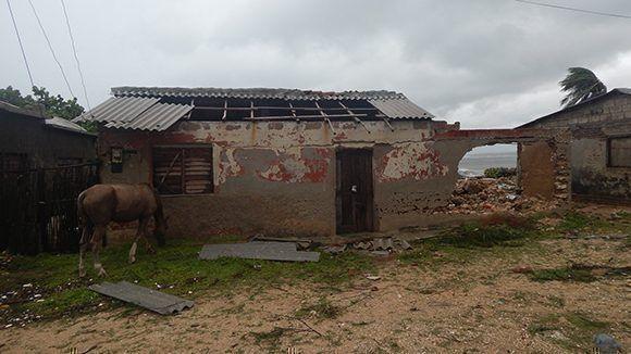 Viviendas cercanas al litoral sufieron graves daños. Foto: Danier Ernesto González/ Cubadebate.
