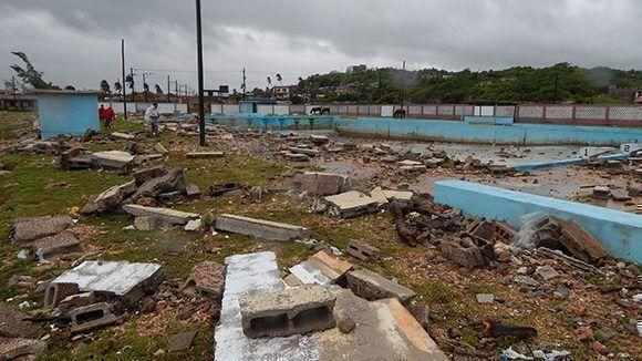 La piscina olímpica de Gibara sufrió imporantes daños. Foto: Danier Ernesto González/ Cubadebate.