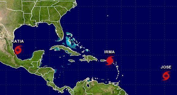 Tres fenómenos meteorológicos conviven a la vez en esta región: Las tormentas tropicales Katia y José, junto al huracán Irma. Imagen: NOAA.