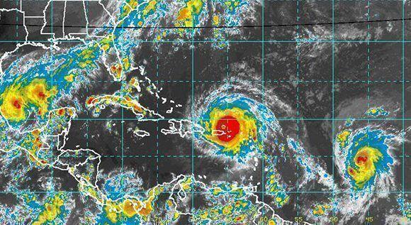Katia afectará a México, José puede afectar a las Antillas Menores y Puerto Rico e Irma afectó ya a las Antillas Menores y a Puerto Rico y se dirige hacia República Dominicana, Haití, Cuba, Bahamas y Estados Unidos. Imagen: NOAA/ Vía INSMET Cuba.