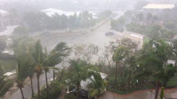 Irma de categoría 5 se mueve durante las últimas horas entre el norte de República Dominicana y Haití y las Islas de Turcas y Caicos. | Foto: Reuters