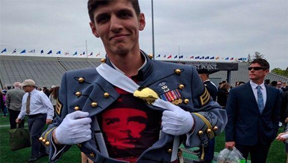 El Che bajo el uniforme de un cadete de West Point. Foto: Tomada de Facebook