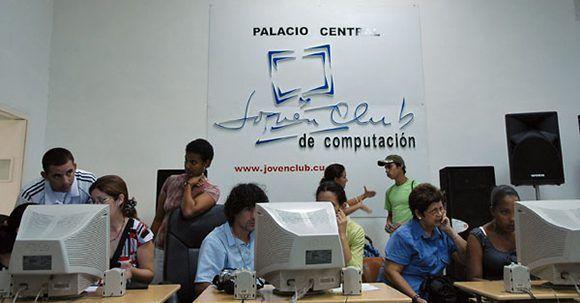 Los Joven Club han sido clave en la informatización de la sociedad cubana. Foto: Franklin Reyes/JRebelde, Cuba.