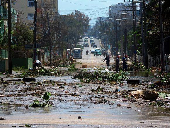 Las zonas más afectadas, sin dudas, fueron aquellas que sufrieron inundaciones. En estos lugares el trabajo de recuperación se hace más complicado por la acumulación de sedimentos y el arrastre de escombros. Foto: Darío Gabriel Sánchez García/CUBADEBATE.