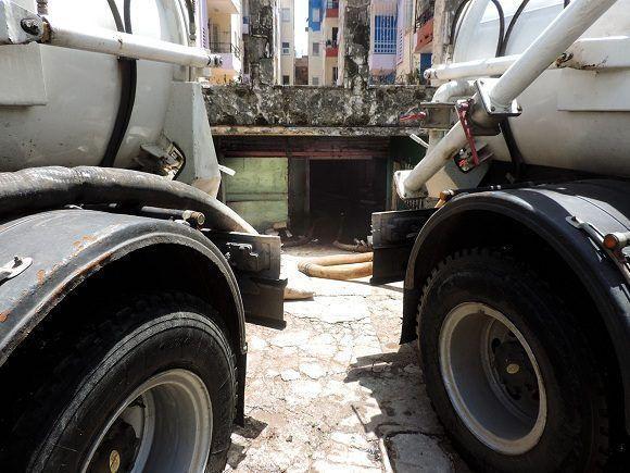 Para casos donde la acumulación de agua no tenga forma de drenarse, se han dispuesto bombas extractoras que recorrerán el litoral paulatinamente. Foto: Darío Gabriel Sánchez García/CUBADEBATE.