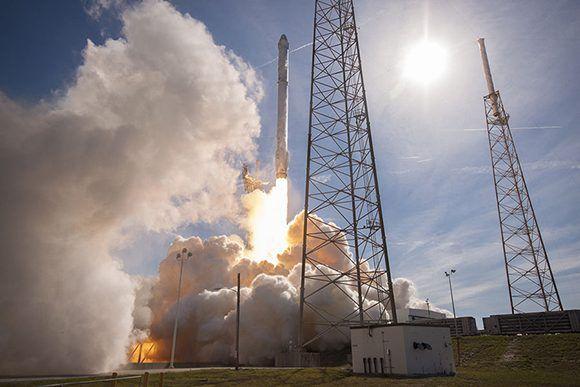 SpaceX busca ser la primera empresa con un servicio de turismo espacial. Foto tomada de Technology Review.
