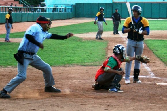 Los Leñadores de Las Tunas intentarán desde hoy completar con éxito una semana clave en sus aspiraciones de avanzar de manera directa a la segunda fase de la 57 Serie Nacional de Béisbol. Foto: Dubler R. Vázquez Colomé/ 26 Digital.