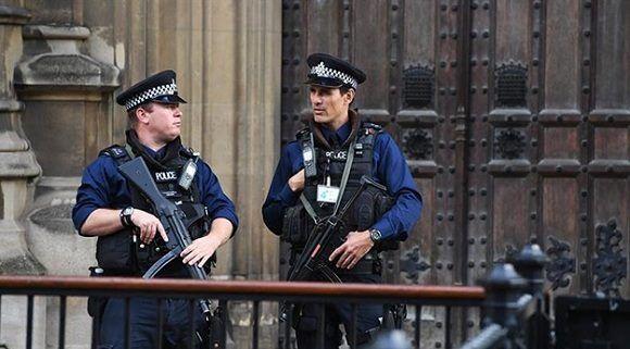 Policías en la ciudad de Londres. Foto: EFE.