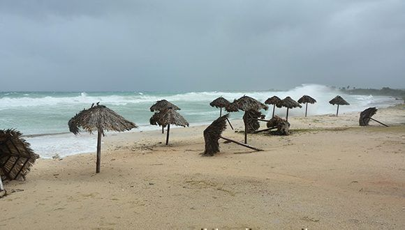 En la playa El Coral en Matanzas. Foto: Roberto Jesús Hernández / ACN