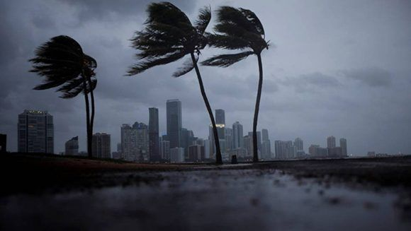 Miami, bajo los primeros vientos del huracán. Foto: Reuters.