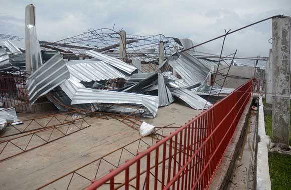 En el nuevo centro porcino fueron destruidas 16 de las 20 naves con que contaba. Foto: Oscar Alfonso/ Escambray.