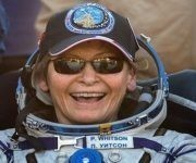 Whitson mostró su alegría tras volver al planeta. Foto: Reuters.