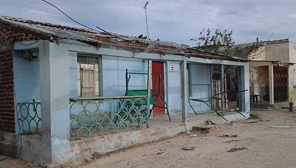 En Playa La Boca, en el municipio de Puerto Padre varias de las villas de veraneos han sufrido grandes afectaciones. Foto: José Armando Fernández Salazar/ Periódico 26.