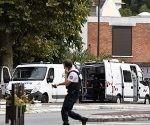 policias-detienen-a-hombres-en-villejuif