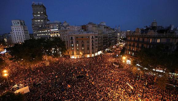 Protestas en la plaza de Cataluña. Foto: Susana Vera/ Reuters.