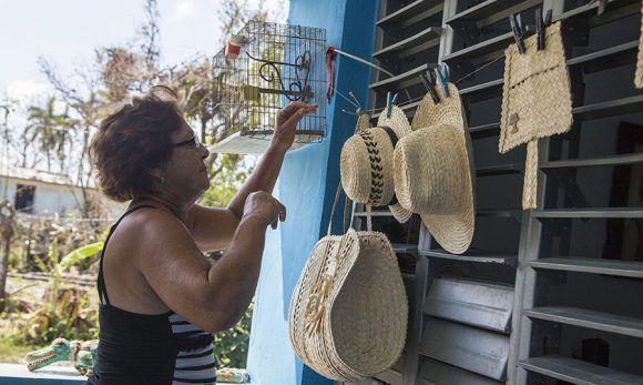 Alina Gamez, vecina que dio refugio a 48 personas en su casa al paso del Huracan Irma en Puerto Escondido, Santa Cruz del Norte, Mayabeque. Foto: Jennifer Romero