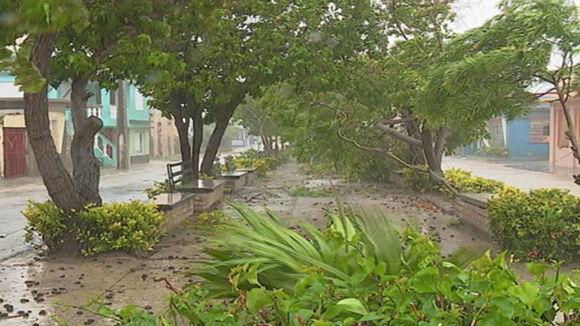 Fuertes vientos, lluvias intensas y penetraciones considerables del mar con olas superiores a los cinco metros reportaron desde Puerto Padre. Foto: Julián Puig Hernández/ Facebook.
