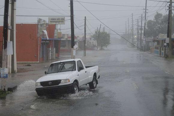 Primeras imágenes del paso del huracán Irma en Puerto Rico. Foto: AP.