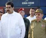 El General de Ejército Raúl Castro Ruz recibió este viernes, junto al Presidente Nicolás Maduro Moros y en nombre del pueblo cubano, un donativo de la hermana República de Venezuela para ayudar a damnificados tras el paso del huracán Irma por nuestro país.