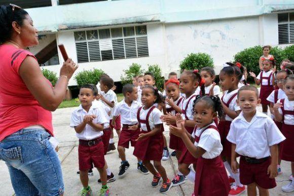 Reinician actividades docentes del curso escolar 2017-2018 tras el paso del huracán Irma, ciudad de Bayamo, provincia de Granma, Cuba, 12 de septiembre de 2017. ACN FOTO/Armando Ernesto CONTRERAS TAMAYO/oca