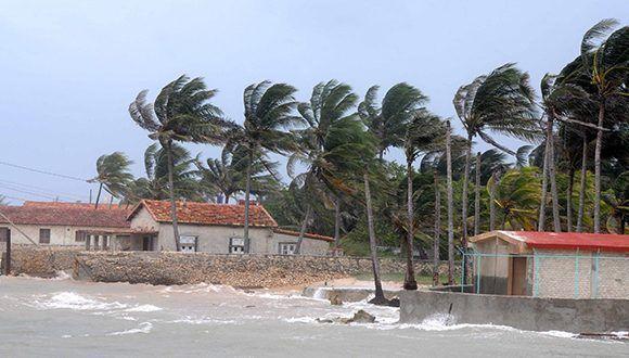 En la playa La Puntilla, ubicada en el Consejo Popular Santa Fe, en el municipio Playa. Foto: Omara García / ACN