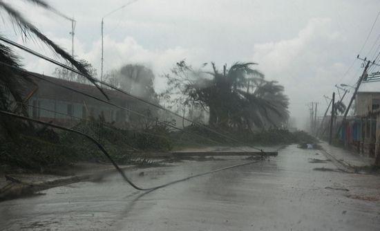 Afectaciones en el municipio cabecera de Esmeralda, Camagüey,  ocasionadas por el Huracán Irma a su paso por la costa norte de Cuba, 11 de septiembre de 2017.  Foto: ACN.