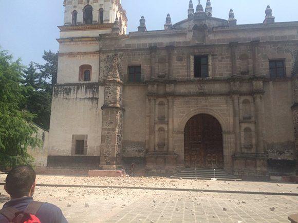 En Coyoacán se desprendió un pedacito de la iglesia. Foto: @astrou__