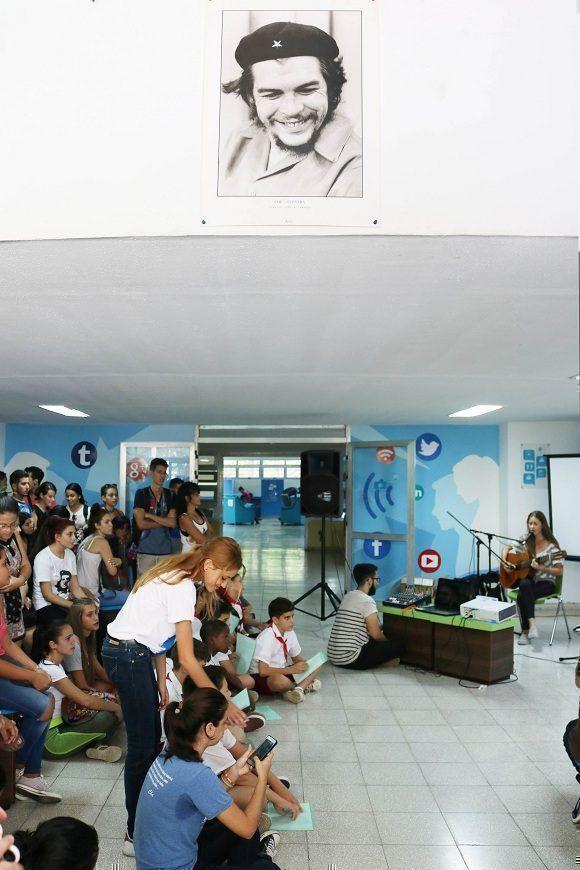 El acto homenaje tuvo lugar en el lobby del centro de estudios. Foto: Darío Gabriel Sánchez García. Foto: Darío Gabriel Sánchez García.
