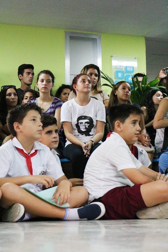 """La foto """"Guerrillero Heroico"""", es considerada una de las imágenes más reproducida de la historia, y claro, hoy se multiplicó entre los estudiantes. Foto: Darío Gabriel Sánchez García."""