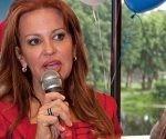 La cubanoamericana Bettina Rodríguez Aguilera, miembro del Partido Republicano y aspirante a una plaza en el Congreso de EEUU, declaró haber estado en contacto directo con extraterrestres. Foto: @bettinaforcongress/ Facebook.