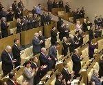 SHP01 MOSCÚ (RUSIA) 20/03/2014.- Diputados celebran tras votar la ratificación de la anexión de Crimea y Sebastopol a Rusia durante una sesión en la Duma del Estado en Moscú (Rusia) hoy, jueves 20 de marzo de 2014. Un total de 443 diputados votaron a favor, y solo uno en contra del Acuerdo de adhesión que firmaron el martes pasado el presidente ruso, Vladímir Putin, y los líderes de Crimea y Sebastopol. EFE/Maxim Shipenkov