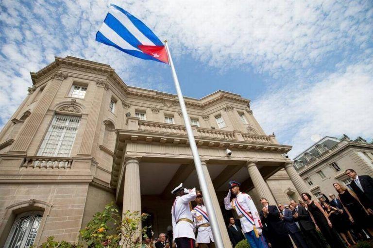 Ordena EE.UU. salida de 15 diplomáticos cubanos de Washington