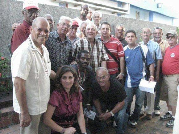 Centro Hermanos Loynaz. René está al fondo, a la derecha. Foto: Cortesía del autor.