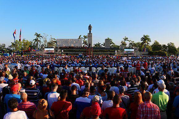 Acto por el 50 aniversario de la caída en combate de Ernesto Che Guevara en Santa Clara. Foto: Darío Gabriel Sánchez/ Cubadebate.