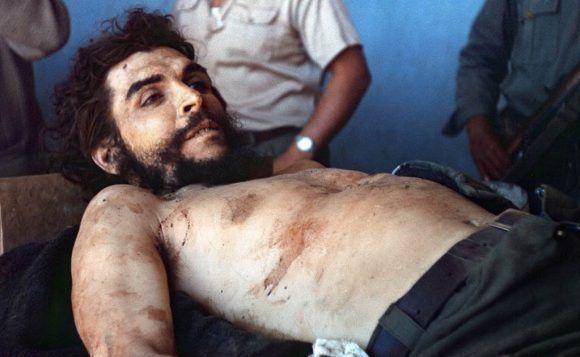 El Che después de asesinado. Foto: Marc Hutten / AFP