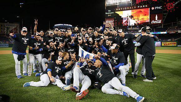 Los Cubs celebran su avance a la serie de campeonato de la Liga Nacional. Foto: Chicago Tribune.
