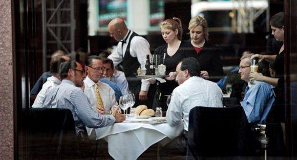 Comida de negocios en un restaurante de la sexta avenida de Manhattan. Foto: Lahacene Abib.
