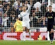 Cristiano Ronaldo se lleva el balón después del gol. Foto: @realmadrid.