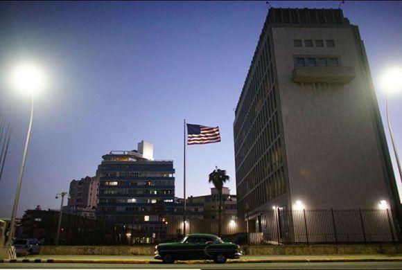 Expertos de varias partes del mundo han desestimado la ocurrencia de ataques sónicos en la embajada de los Estados Unidos en Cuba. Foto: Alexandre Meneghini/ Reuters.