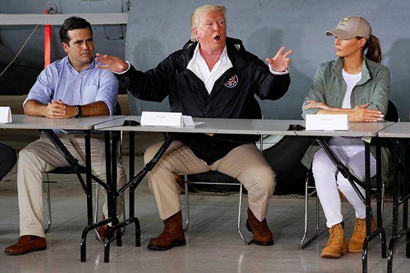 El presidente Donald Trump en su visita a Puerto Rico.