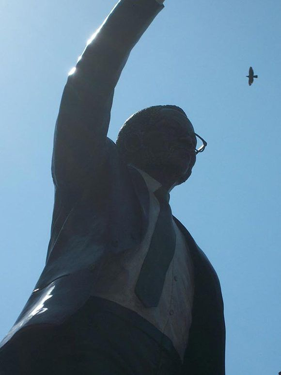 También se inauguró una estatua de Oliver Tambo. Foto: Embajada de Cuba en Sudáfrica.
