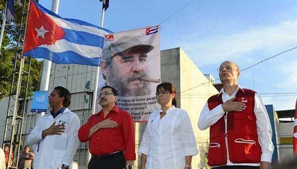 FMLN rinde homenaje a Fidel Castro en la plaza Cívica, en el centro de San Salvador. Foto: Archivo.