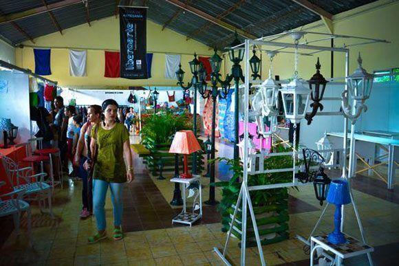Jornada de expoventa en la Feria Iberoamericana de Artesanía Iberoarte 2017, espacio de intercambio cultural entre pintores, talladores, artesanos y diseñadores del mundo, en el recinto ferial Expo Holguín, en la ciudad de Holguín, Cuba. Foto: Juan Pablo Carreras7 ACN.
