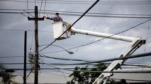 Al menos el 80% de Puerto Rico sigue sin electricidad, y aproximadamente una cuarta parte de la isla aún carece de agua potable.