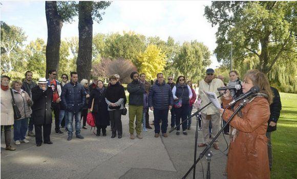 Desde Austria, en el Parque del Danubio y frente a la esfigie del Che conmemorando el 50 Aniversario de su caída en combate. Foto: EmbaCuba Austria