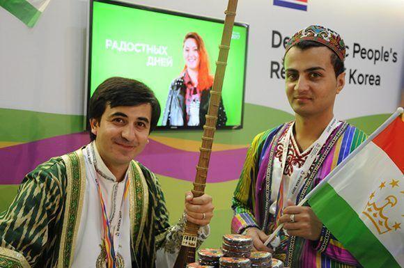 Rostros de un festival, delegación de Tajikistán. Foto: Luis Mario Rodríguez Suñol